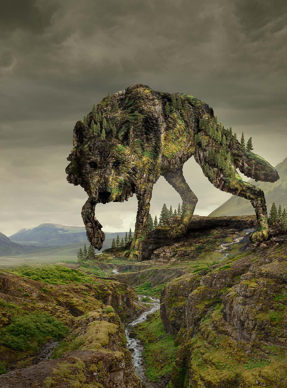 wilk-gigant zilustrowany za pomocą skał i lasu kroczący po skalistych, zalesionych wzgórzach